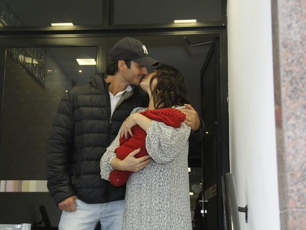 Isis Valverde com André Resende e Rael (Foto: Wallace Barbosa/AgNews)