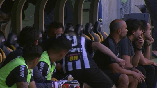Tomás Andrade é sacado aos 35 do 1º tempo e chora no banco do Atlético-MG; Larghi explica troca