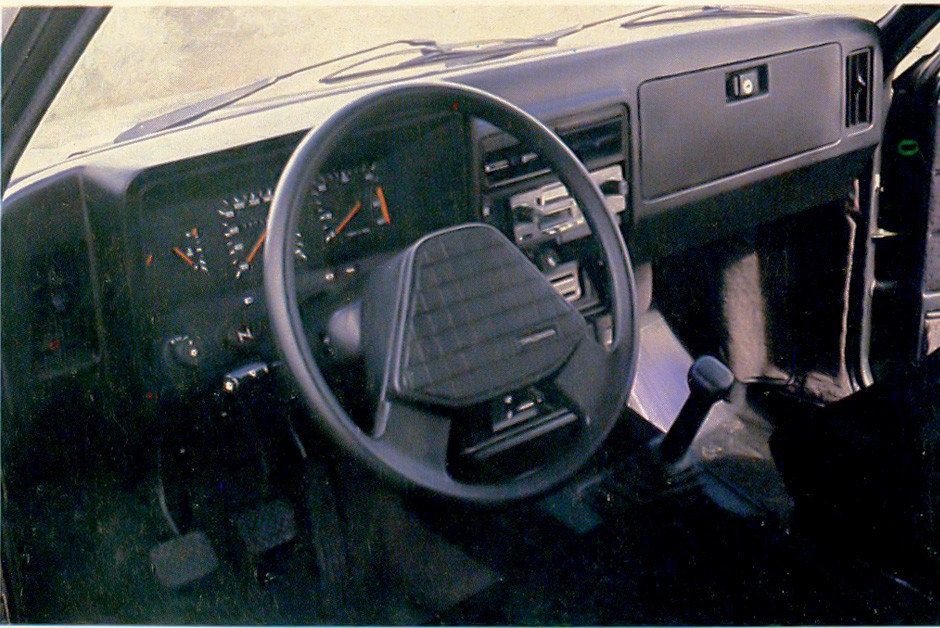 Painel da Chevrolet Caravan não era um grande avanço em relação aos anos 70 (Foto: Arquivo/Autoesporte)