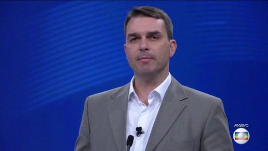 Flávio Bolsonaro diz que MP cria 'atalho' e 'burla' regras ao apurar denúncias sobre Queiroz