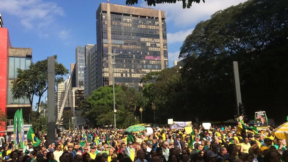 Protesto na Avenida Paulista às 15h deste domingo (25) — Foto: Rafaela Putini/G1