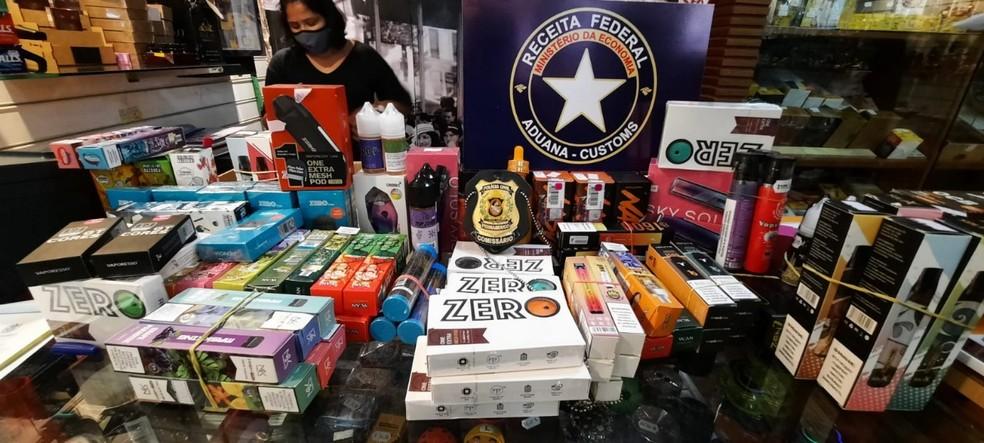 Cigarros eletrônicos e outros produtos foram apreendidos, nesta quarta (8), em lojas localizadas no Recife  — Foto: Polícia Civil/Divulgação