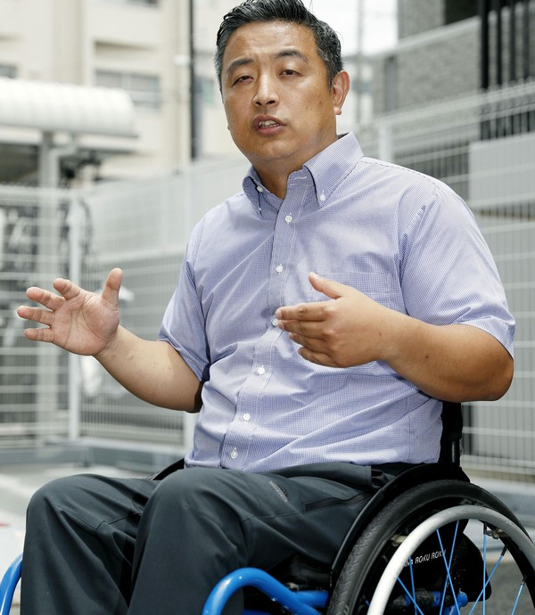 Hideto Kijima fala a jornalistas em Osaka, no Japão, na quarta (28) (Foto: Yuki Sato/Kyodo News via AP)