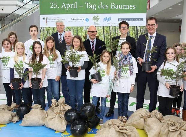 A ONG Plant For The Planet possui cerca de 55 mil embaixadores pelo mundo (Foto: Facebook/ Reprodução)