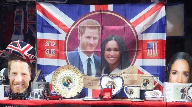 Ruas de Londres e Windsor estão repletas de presentes dos noivos (Foto: Agência O Globo)