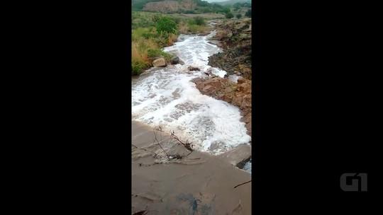 Açude sangra após chuva de 67,8 mm no Sertão da Paraíba; veja o vídeo