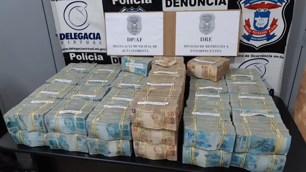 Avião com R$ 4,6 milhões em malas de dinheiro foi apreendido após pouso forçado em Alta Floresta — Foto: Polícia Civil de Alta Floresta (MT)