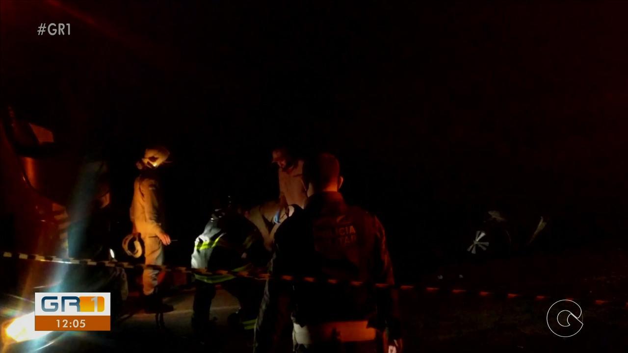 Três pessoas ficam feridas após batida entre dois carros na Estrada da Tapera