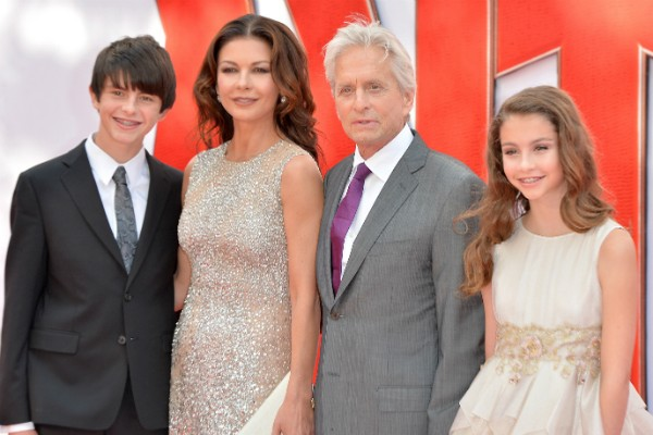 Catherine Zeta-Jones e Michael Douglas com os filhos, Dylan e Carys (Foto: Getty Images)
