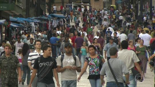 A rua do desemprego em São Paulo, onde esperança e desalento se encontram