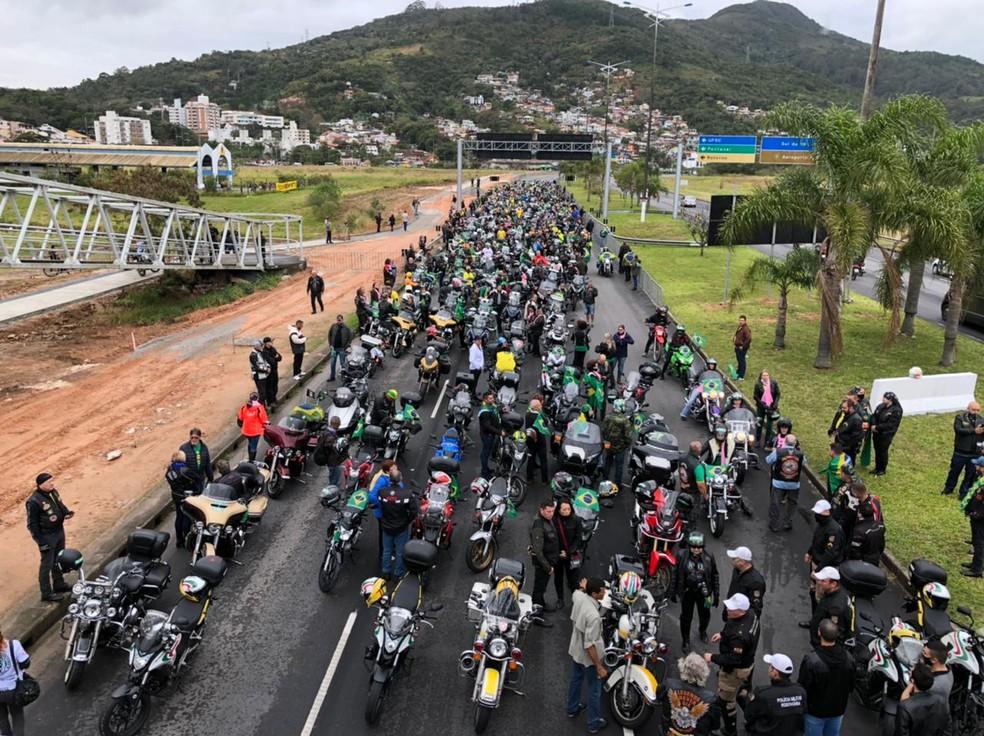 Participantes do passeio na Via Expressa Sul em Florianópolis, por volta das 8h — Foto: GMF/ Divulgação