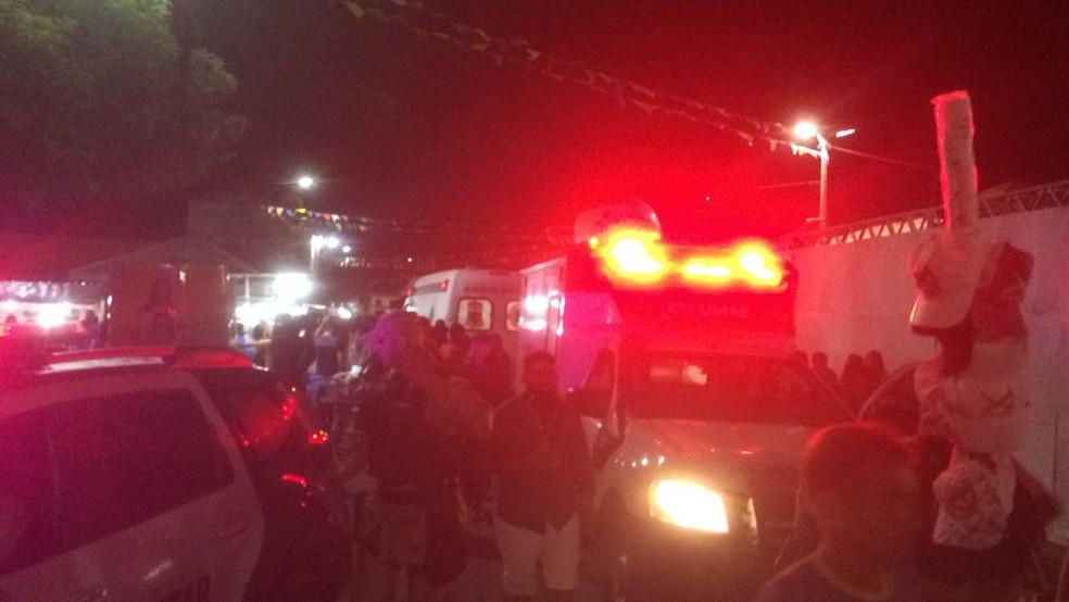 Cerca de 30 pessoas ficaram feridas com o desabamento de parte da estrutura  (Foto: Hugo Andrade/Inter TV Costa Branca )