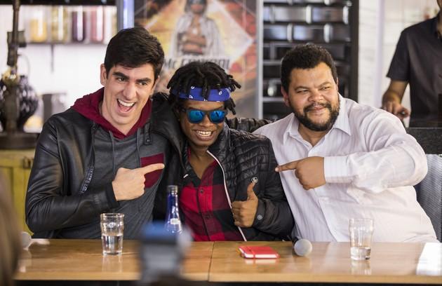 No ano passado, Babu fez uma participação em 'Malhação: vidas brasileiras' com Marcelo Adnet. Na história, ele era o pai de Garoto (Pedro Maya) (Foto: TV Globo)