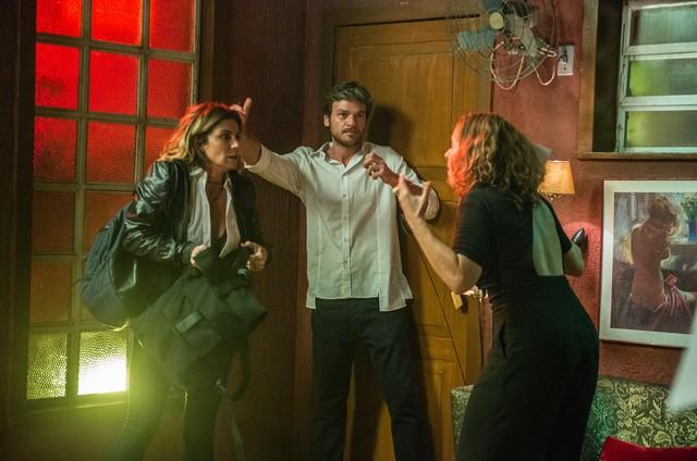 Maria de Médicis dirige Emilio Dantas e Giovanna Antonelli em 'Segundo Sol' (Foto:  Raquel Cunha/Globo)