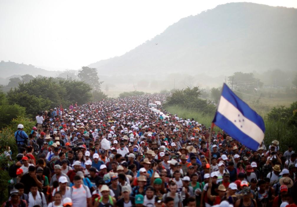 Caravana de milhares de migrantes da América Central, a caminho dos Estados Unidos, chega a San Pedro Tapanatepec de Arriaga em 27 de outubro — Foto: Ueslei Marcelino / Reuters