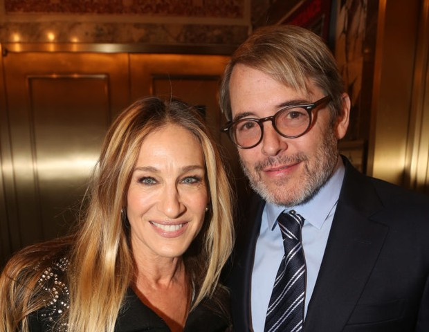 "NEW YORK, NEW YORK -NOVEMBER 17: Sarah Jessica Parker and Matthew Broderick pose at the opening night of the new Matthew Lopez play ""The Inheritance"" on Broadway at The Barrymore Theatre on November 17, 2019 in New York City. (Photo by Bruce Glikas/FilmMa (Foto: Bruce Glikas/FilmMagic)"