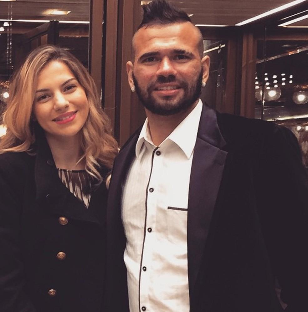 Leandro Castan e a esposa, Bruna — Foto: Reprodução