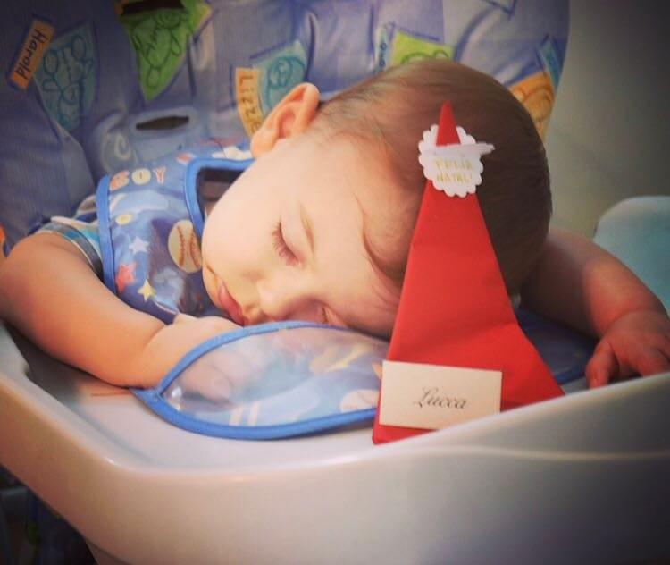 Lucca dormiu antes mesmo da ceia de Natal.  (Foto: Arquivo Pessoal)