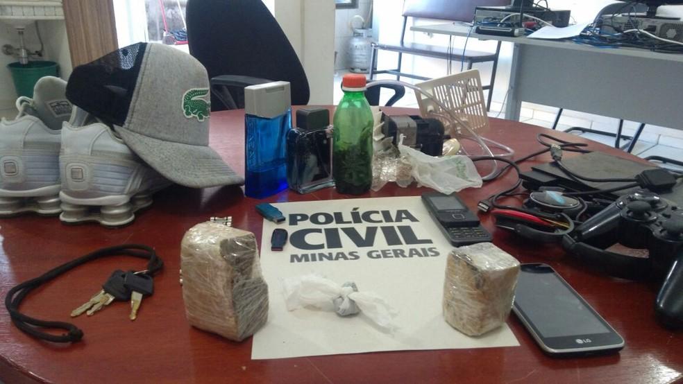 Materiais ficarão à espera de reconhecimento dos possíveis proprietários (Foto: Polícia Civil/Divulgação)