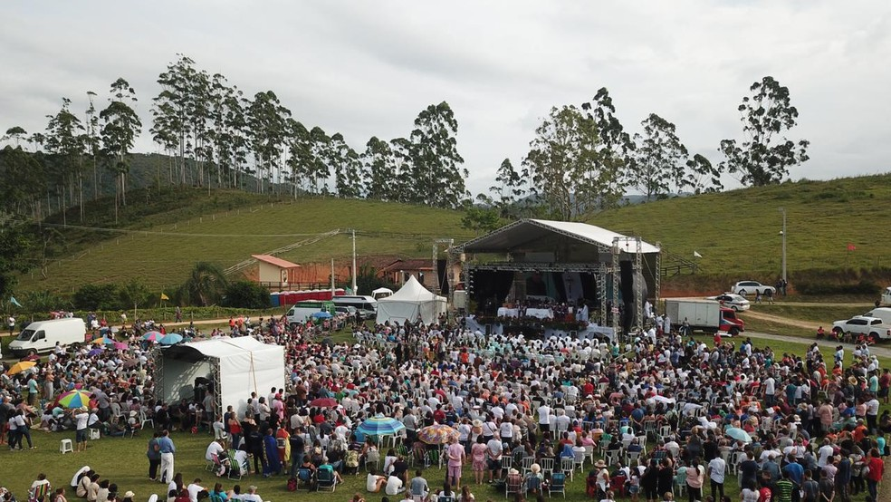 Cerca de 4 mil pessoas participaram de celebração pela beatificação de padre Léo em SC — Foto:  Luiz Junior/VipSocial