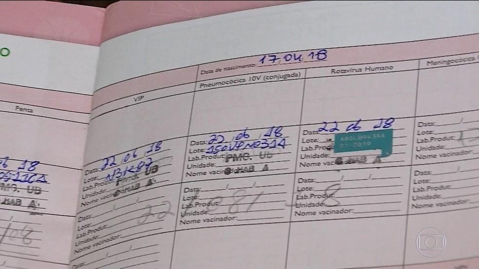 Caderneta de vacinação de criança, em imagem de arquivo — Foto: TV Globo/ Reprodução