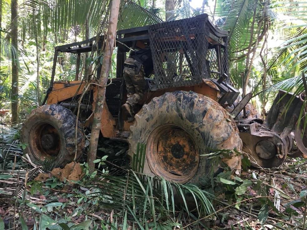 Tratores foram apreendidos ou inutilizados na Operação Kuraritinga — Foto: PF/Divulgação