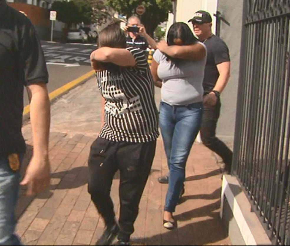 Suspeitas de matarem metalúrgico durante programa em São Carlos se entregam à polícia — Foto: Reprodução EPTV