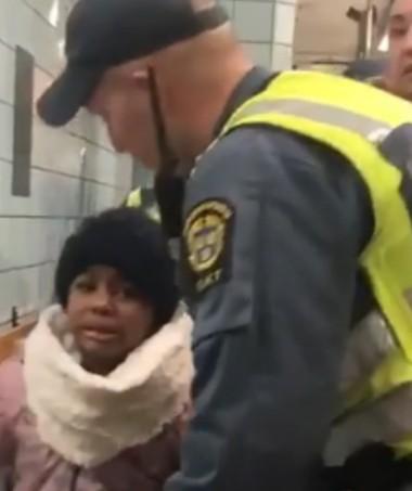 Menina, menor de idade, que acompanhava a mãe fica desesperada (Foto: Reprodução Instagram)