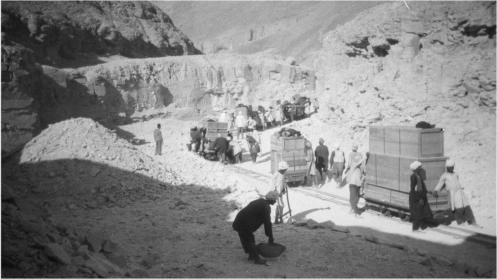 Sistema desenvolvido para o transporte da descobertas para fora da tumba (Foto: GRIFFITH INSTITUTE/OXFORD UNIVERSITY)