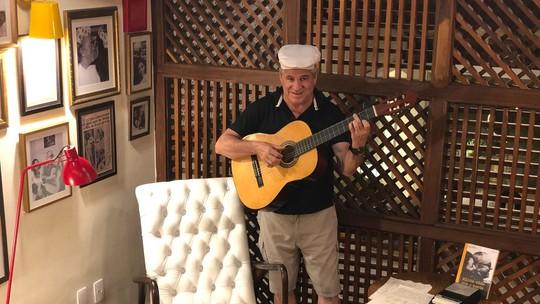 Diário de Férias: Pescuma canta e se emociona na casa de Vinicius de Morais