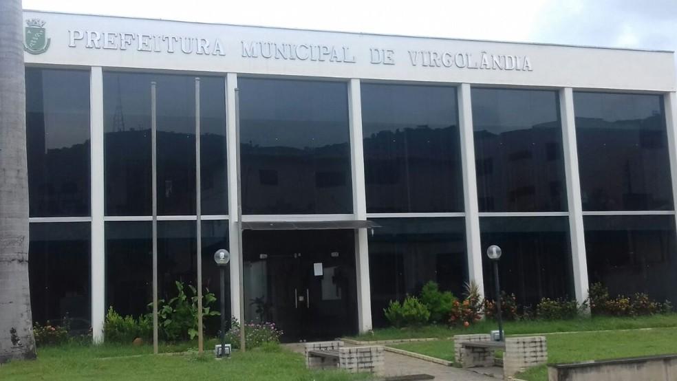 Prefeitura de Virgolândia fechou o atendimento administrativo ao público (Foto: Ronalt Lessa/ Inter TV dos Vales)