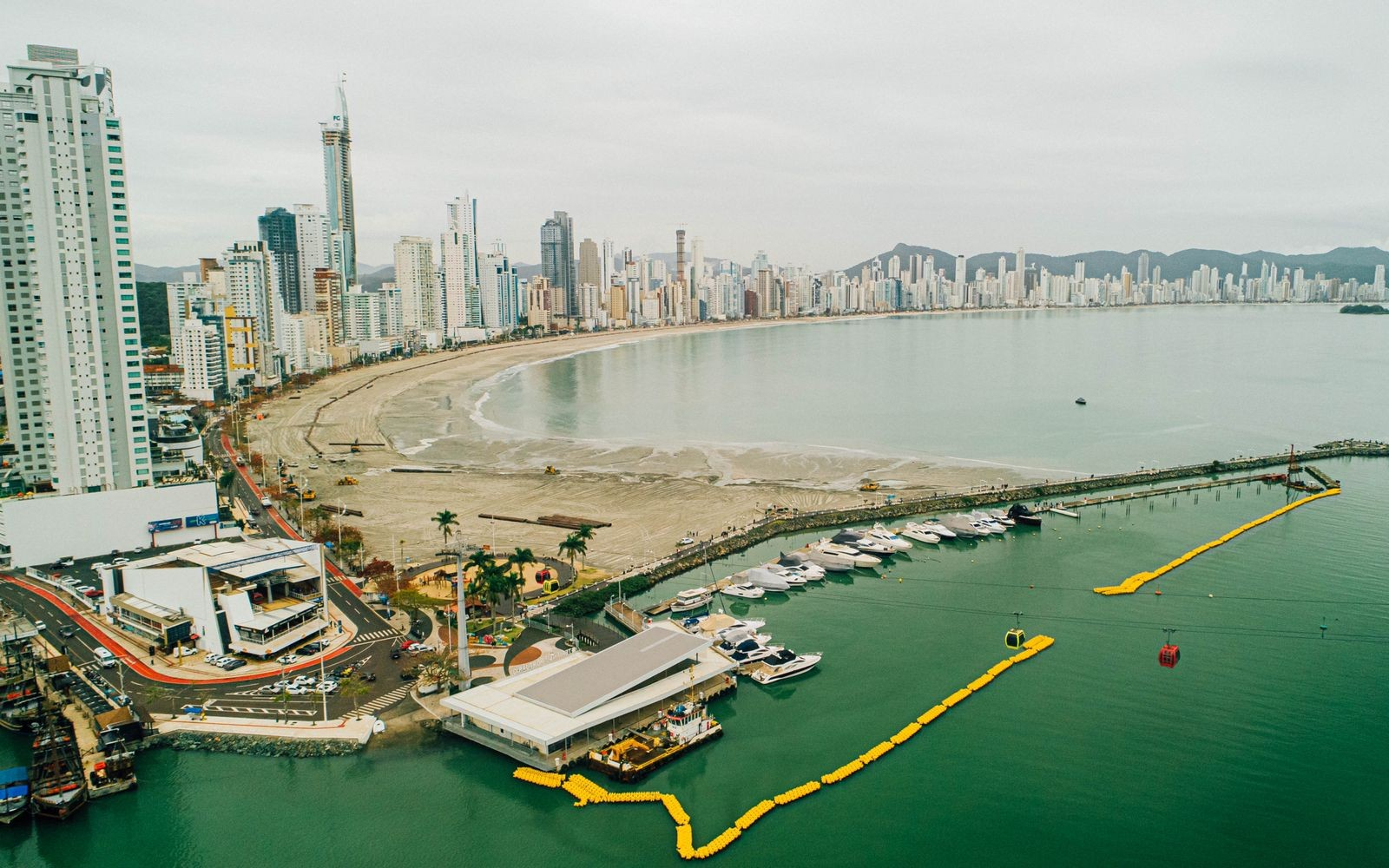 Obra de alargamento da praia de Balneário Camboriú inicia nova fase; confira andamento dos trabalhos