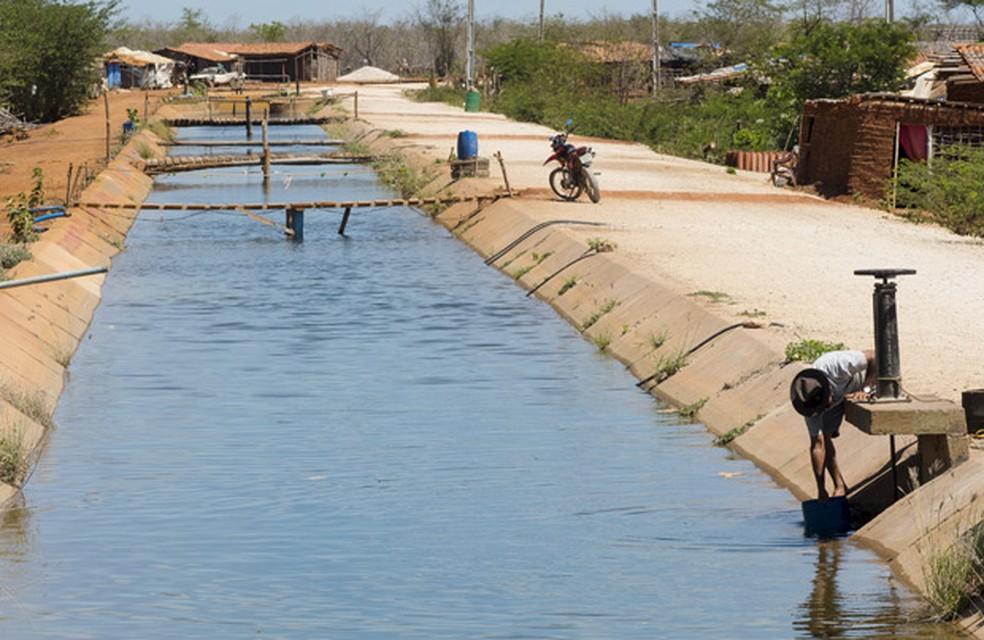 Famílias de área rural também terão a conta paga pelo Governo do Estado. — Foto: Reuters/Davi Pinheiro