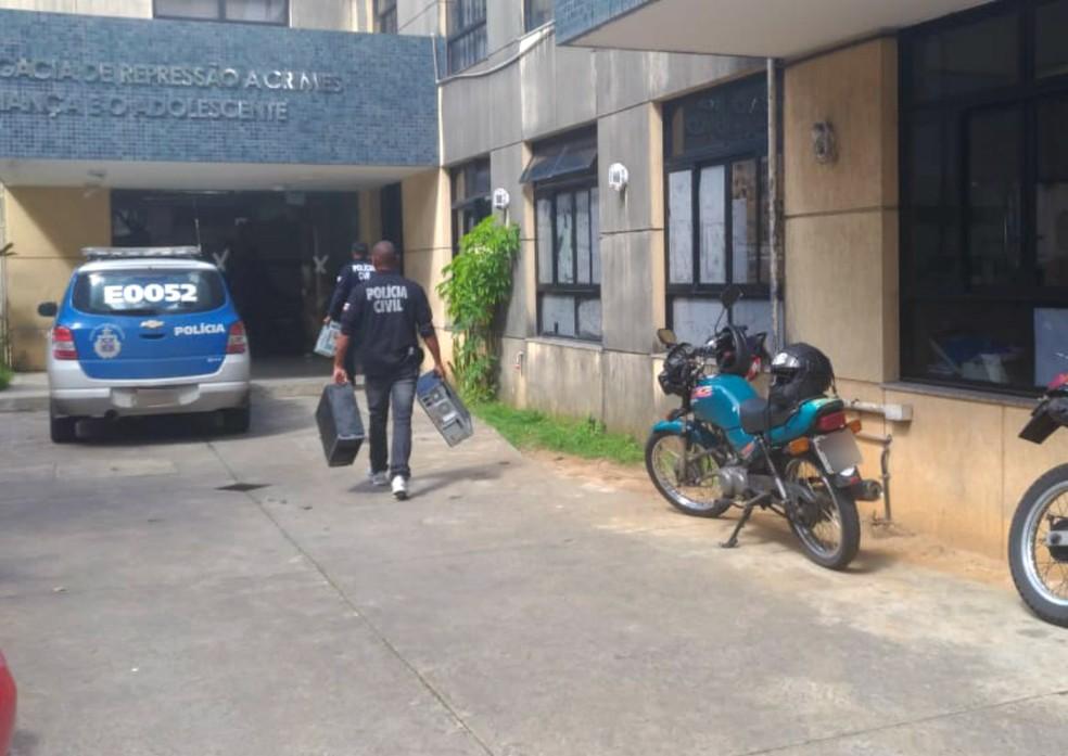 Polícia Civil cumpre 26 mandados de busca e apreensão (Foto: Juliana Almirante/G1 Bahia)