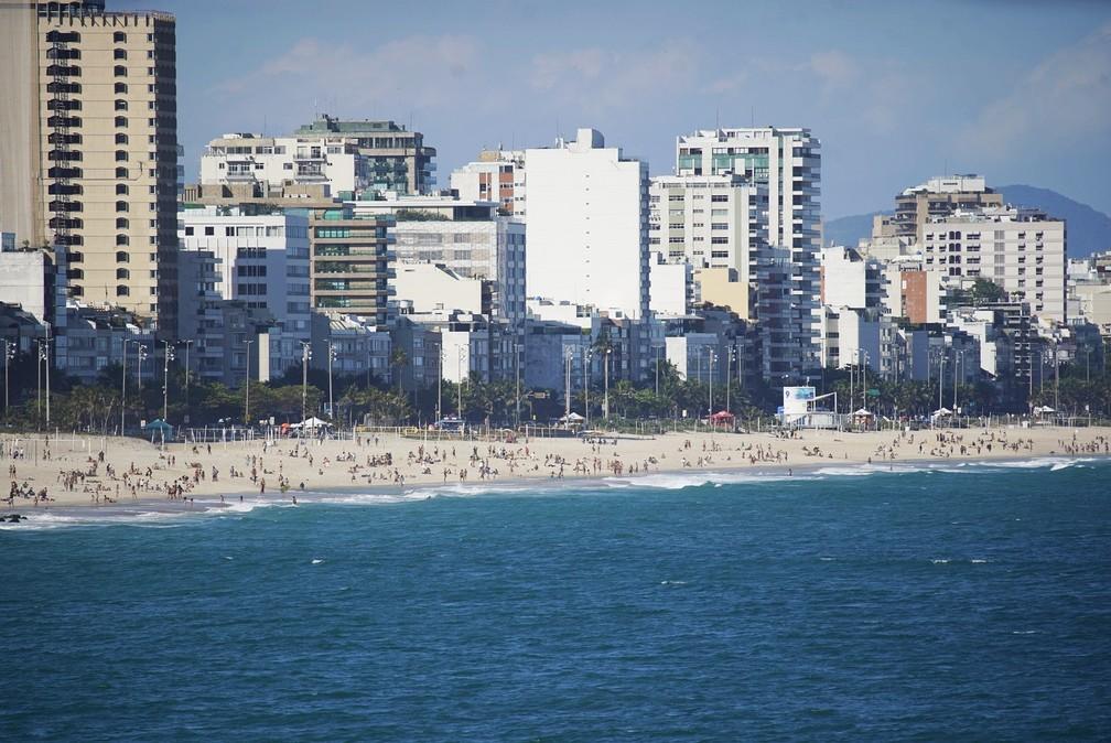Zona Sul tem praias cheias nesta sexta-feira (7)  — Foto: Marcos Serra Lima/G1