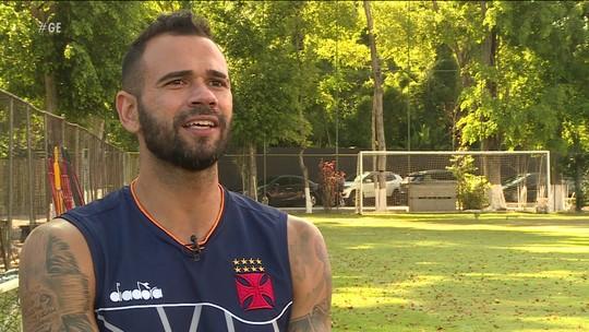 """Castan, """"pouco carioca"""", planeja renovar com o Vasco e se fixar no Rio: """"Estou fazendo minha parte"""""""