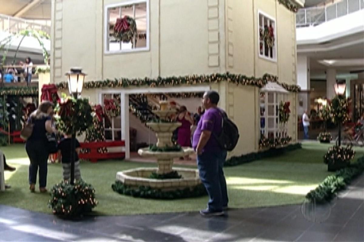 A mais de um mês do Natal, clima natalino toma conta dos shoppings do Alto Tietê