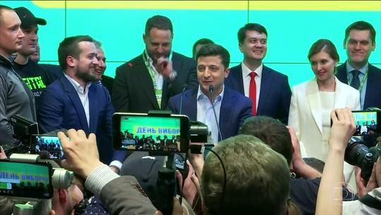 Comediante que interpretava um presidente na TV é eleito presidente na Ucrânia