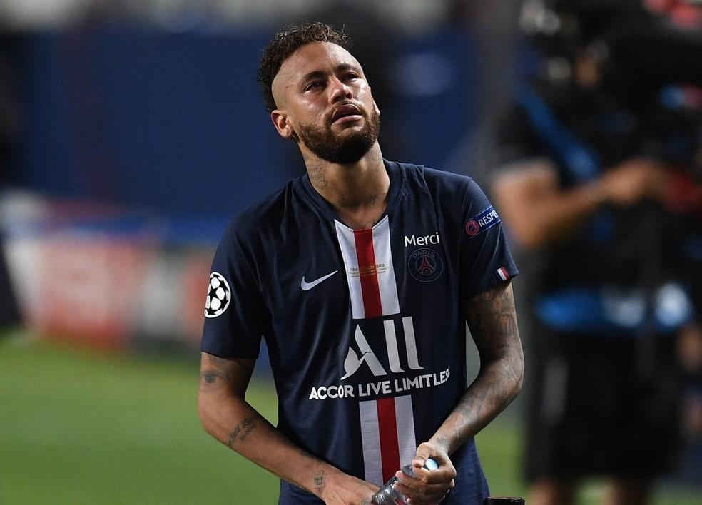 Neymar chora com vice-campeonato do PSG para o Bayern de Munique — Foto: David Ramos/Reuters