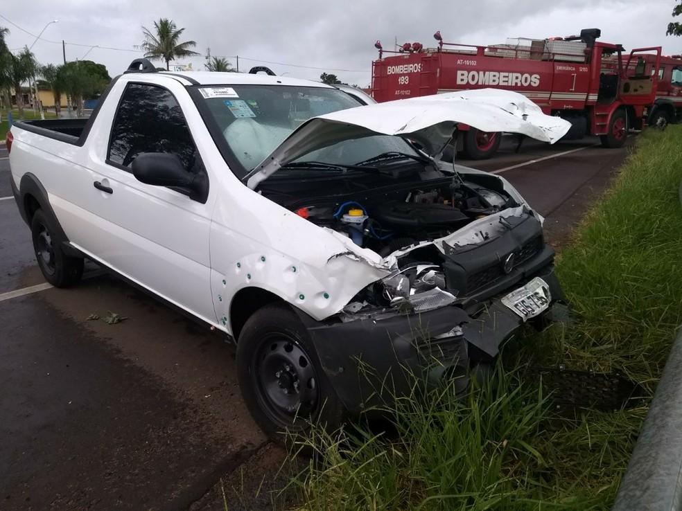 Veículos colidiram na Rodovia Comandante João Ribeiros de Barros entre Marília e Quintana (Foto: João Trentini / Arquivo pessoal )