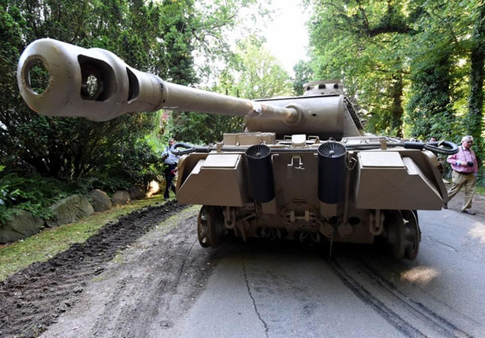 Tanque ficava no subsolo de casa de colecionador — Foto: Carsten Rehder/dpa via AP