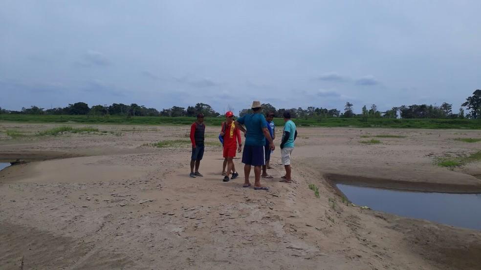 Bombeiros e Defesa Civil foram até a região do Aritapera ver de perto a escassez de água que aflige os moradores (Foto: Comdec/Divulgação)