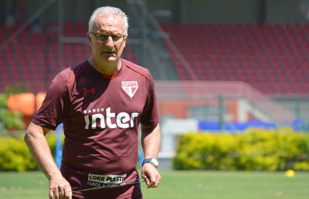 Dorival Júnior comanda treino do São Paulo no CT (Foto: Érico Leonan / saopaulofc.net)