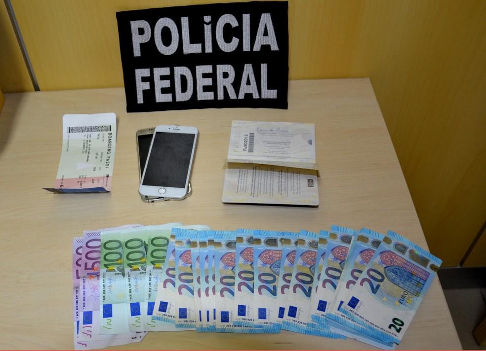 PF apreendeu euros e celulares com homem que transportava cocaína do Aeroporto do Recife com destino à Portugal — Foto: Polícia Federal/Divulgação