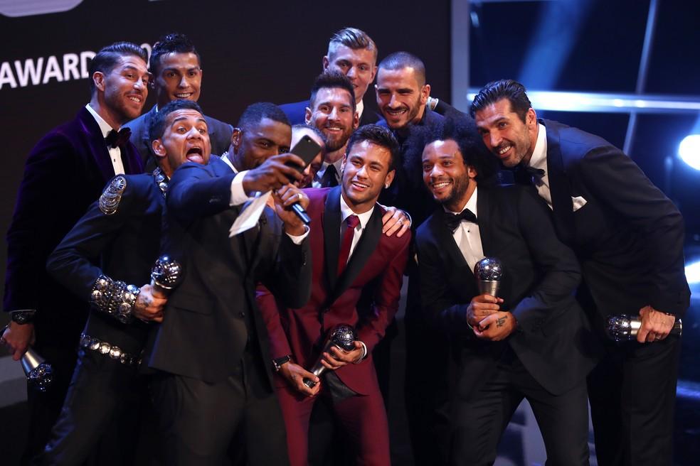 Terceiro no geral, Neymar entrou para a seleção do ano da Fifa (Foto: Getty Images)