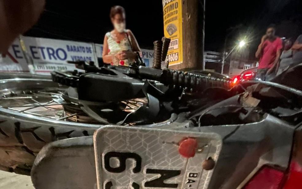 Motociclista morre após colidir em poste na Av. San Martin, em Salvador — Foto: Reprodução/Redes Sociais