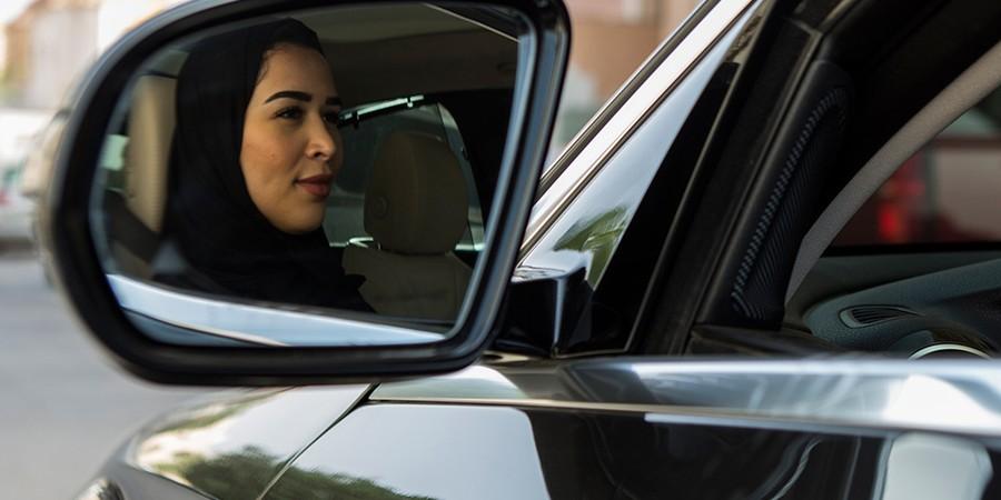 As mulheres na Arábia Saudita já podem dirigir, mas continuam obrigadas a ter permissão de um homem para estudar ou ir ao médico (Foto: GEHAD HAMDY/DPA/AFP)