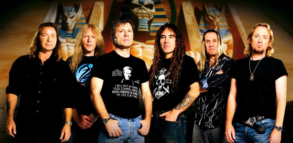 O Iron Maiden (da esq.) com Dave Murray, Janick Gers, Bruce Dickinson, Steve Harris, Nicko McBrian e Adrian Smith — Foto: Divulgação