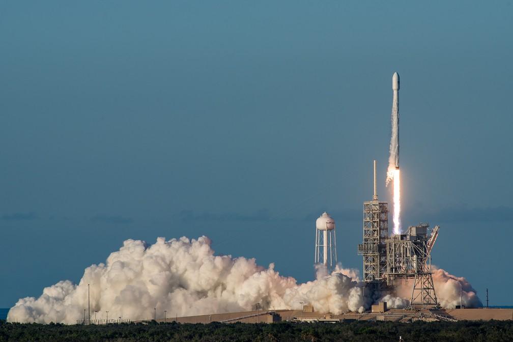 Falcon 9, foguete da SpaceX, durante decolagem. (Foto: Divulgação/SpaceX)