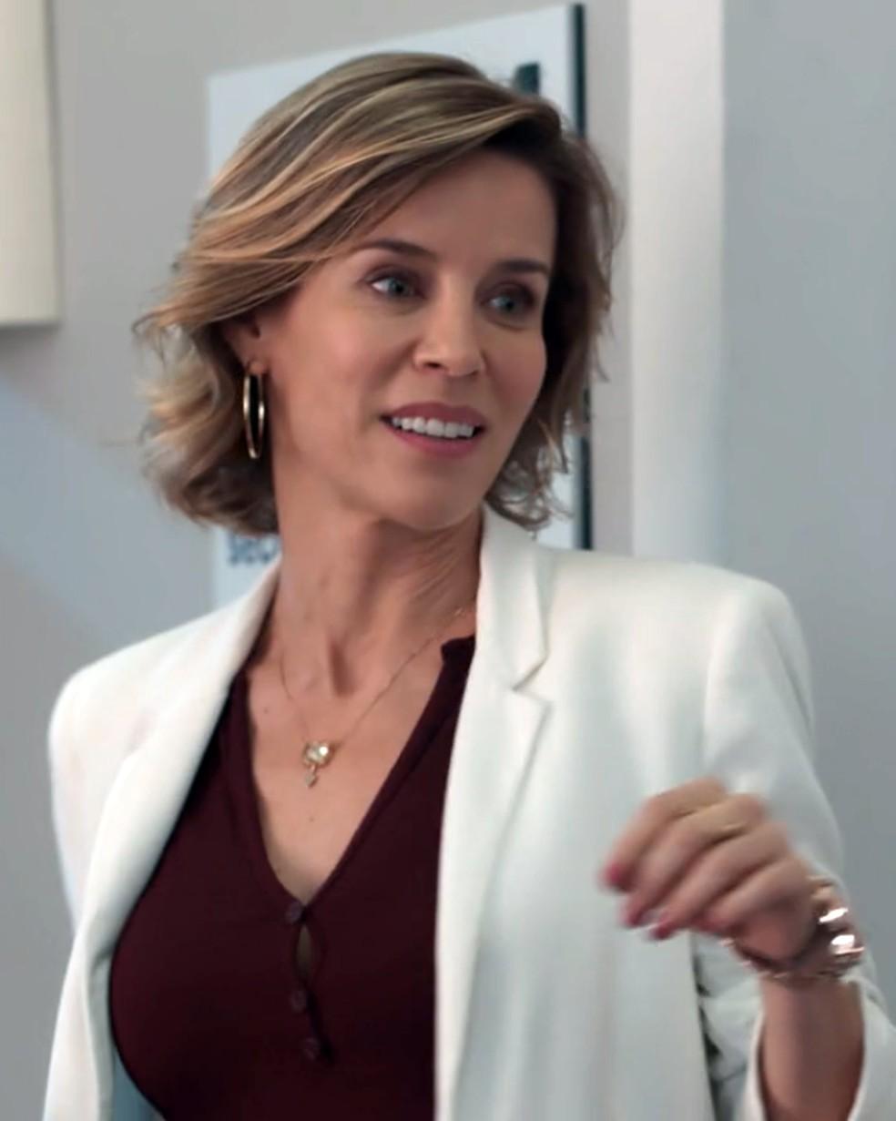 Malu (Daniela Galli) e o seu preconceito estampado nas suas palavras e atitudes — Foto: Globo